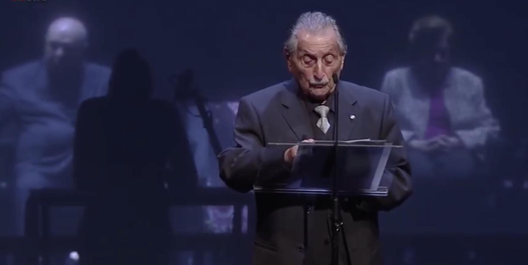 "Marko Feingold in ""Die letzten Zeugen"" am Burgtheater (Screenshot YouTube)"