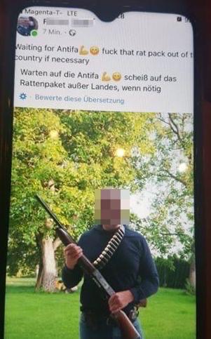 """F.S. (St. Peter/Hart): Mit Waffen gegen die """"fucking Antifa""""; S. selbst mit Gewehr und Patronengürtel"""