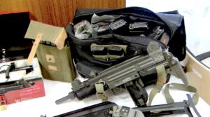 Waffen bei Neonazis (Screenshot Wien heute, orf.at, 12.12.20)