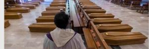 Särge in Bergamo-Kirche (Vatikan News)