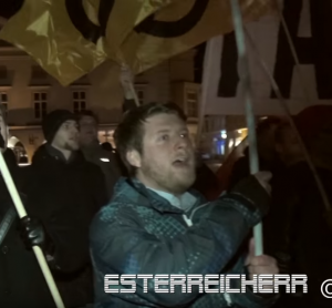Kundgebung Wiener Neustadt 25.2.16 Alexander Markovics (Screenshot Video Youtube Esterreicherr)