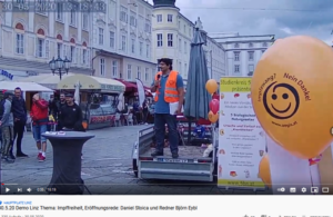 Stoica und Eybl bei der Demo in Linz am 30.5.20 (Screenshot YouTube)