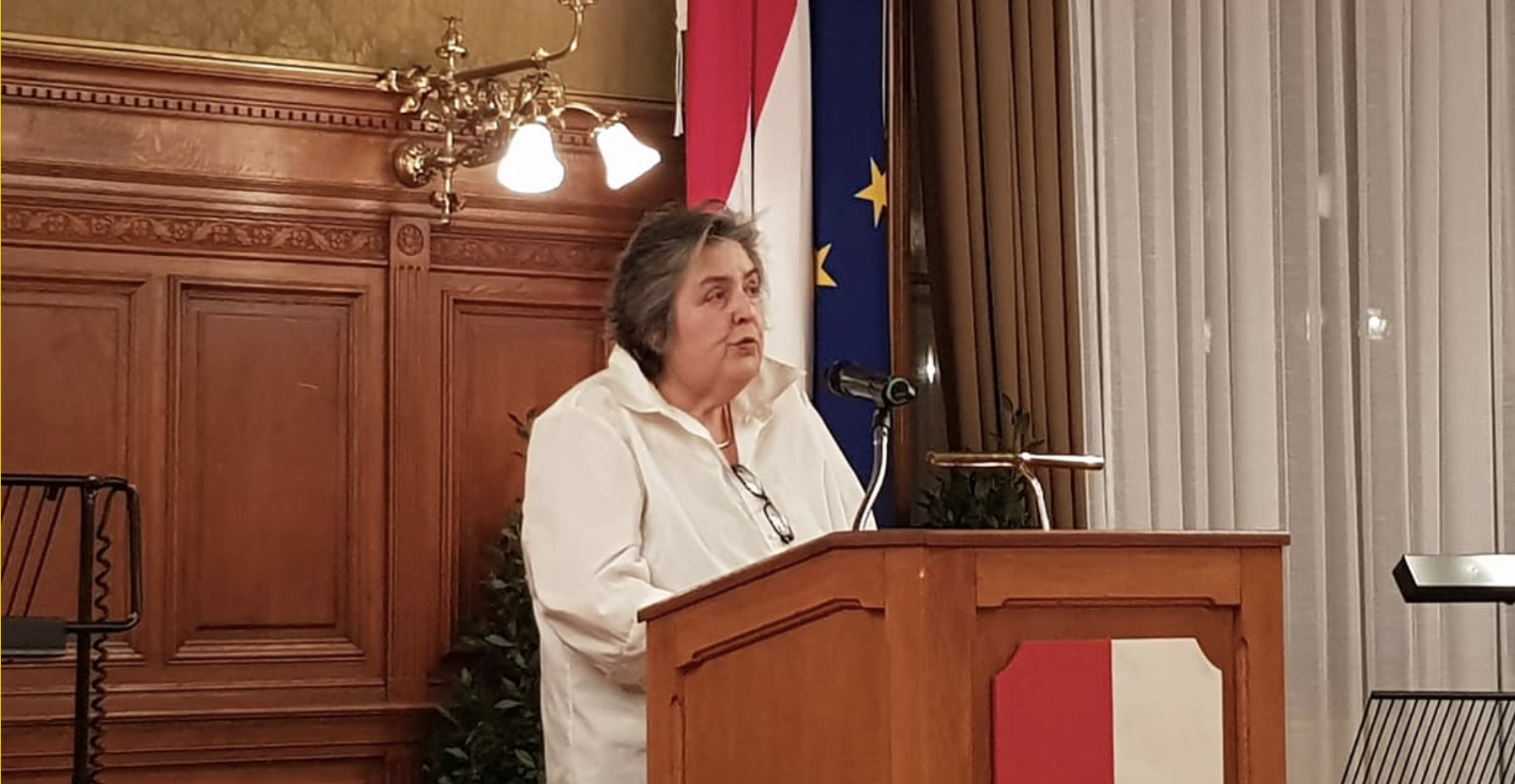 """Eva Blimlinger anlässlich der Zehnjahres-Feier Verein """"IM-MER Maly Trostinec erinnern"""" (Foto © Niki Kunrath)"""