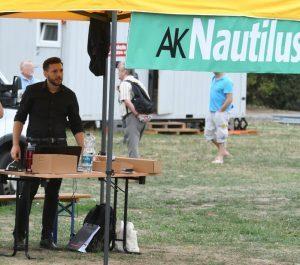 Dresden 25.8.18: Infostand AK Nautlilus mit Stefan Juritz (© Endstation Rechts Bayern)