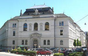 Verhandlung vor dem Landesgericht Salzburg - Bildquelle: Wikipedia/Andreas Praefcke, frei unter CC 3.0.