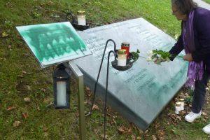Goldegg Gedenkstein beschmiert (© Verein der Freunde des Deserteurdenkmals in Goldegg)