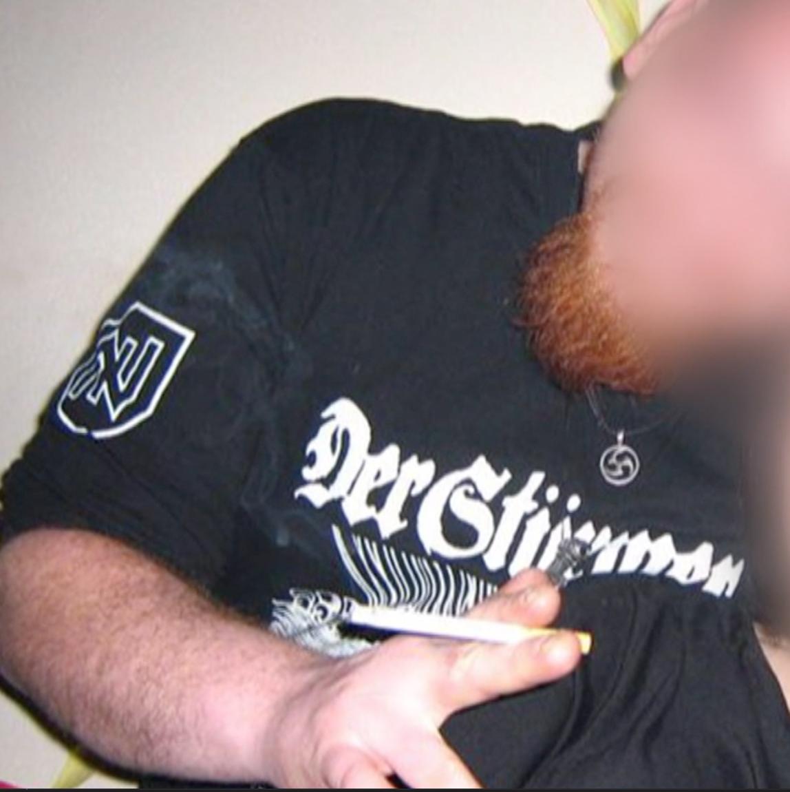 Jürgen G. mit Stürmer-T-Shirt (Screenshot Puls 4)