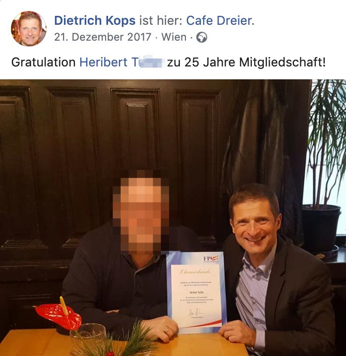 Dietrich Kops gratuliert Heribert T. 2017 zu 25 Jahre FPÖ-Mitgliedschaft