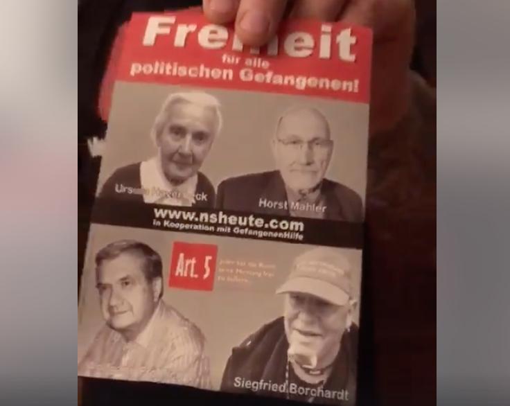 """Larisch wirbt aus Krems mit Folder für Kampagne von """"N.S. Heute"""" (= Sascha Krolzig)"""