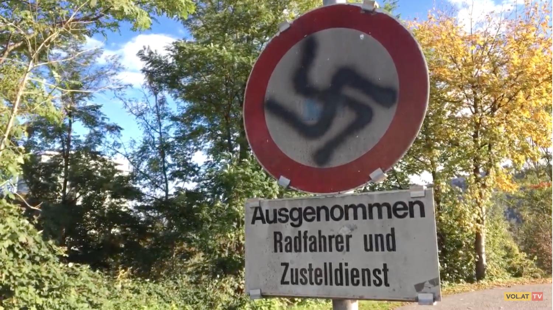 Hakenkreuz in Lauterach (Screenshot vol.at, Youtube)