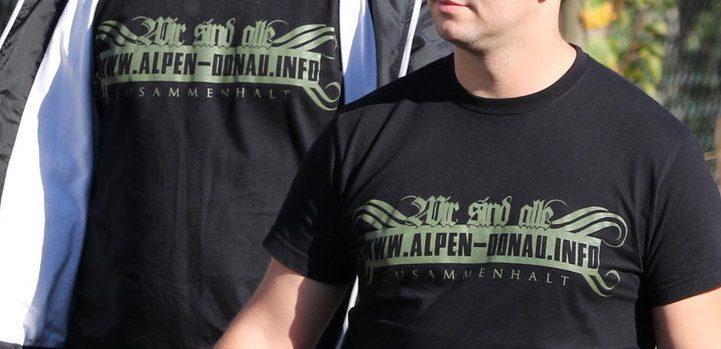 Österreicher in Ostritz (13.10.18) mit alpen-donau.info-Shirts (© pixelarchiv.org)