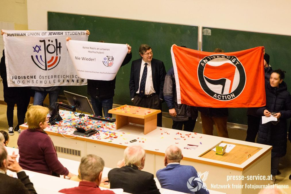 Protest bei Höbelts Vorlesung am 3.12.2019 (© Presseservice Wien)