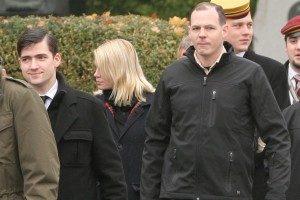 """""""Martin Sellner (links mit Hemd und Krawatte) und Wolfgang L. (rechts mit Outdoor-Jacke und beigem Hemd darunter) beim Nowotny-Gedenken 2009. Wien, 8. November 2009"""" Quelle: kuesselskameraden.blogsport.eu"""